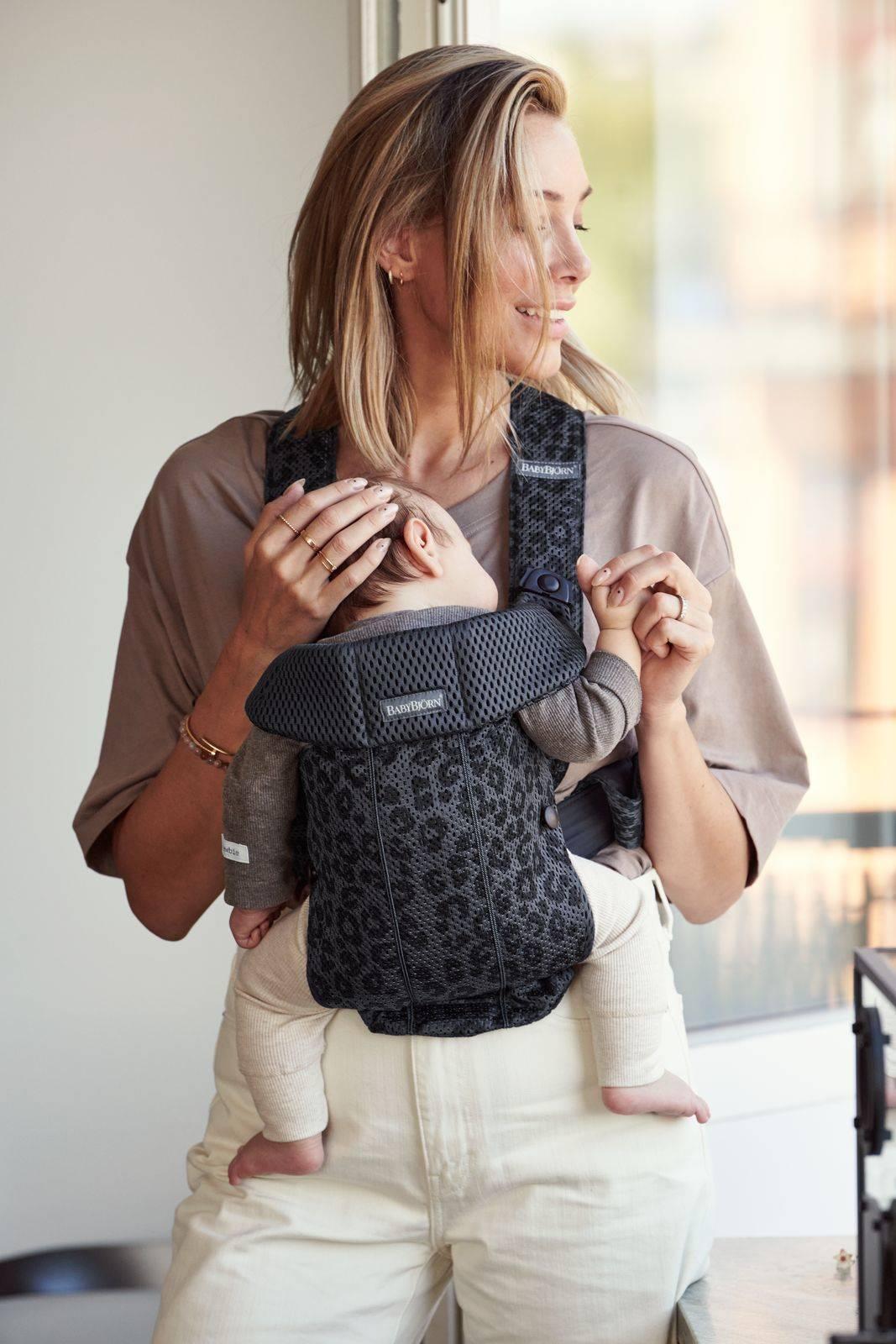 BABYBJORN MINI 3D Mesh – nosidełko, Antracytowy/Leopard
