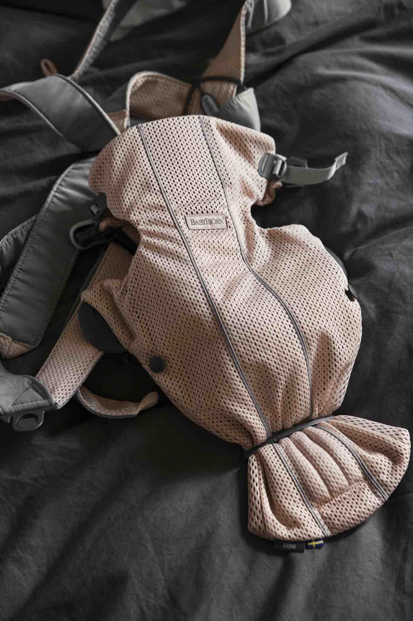 BABYBJORN MINI 3D Mesh – nosidełko, Perłowy Różowy