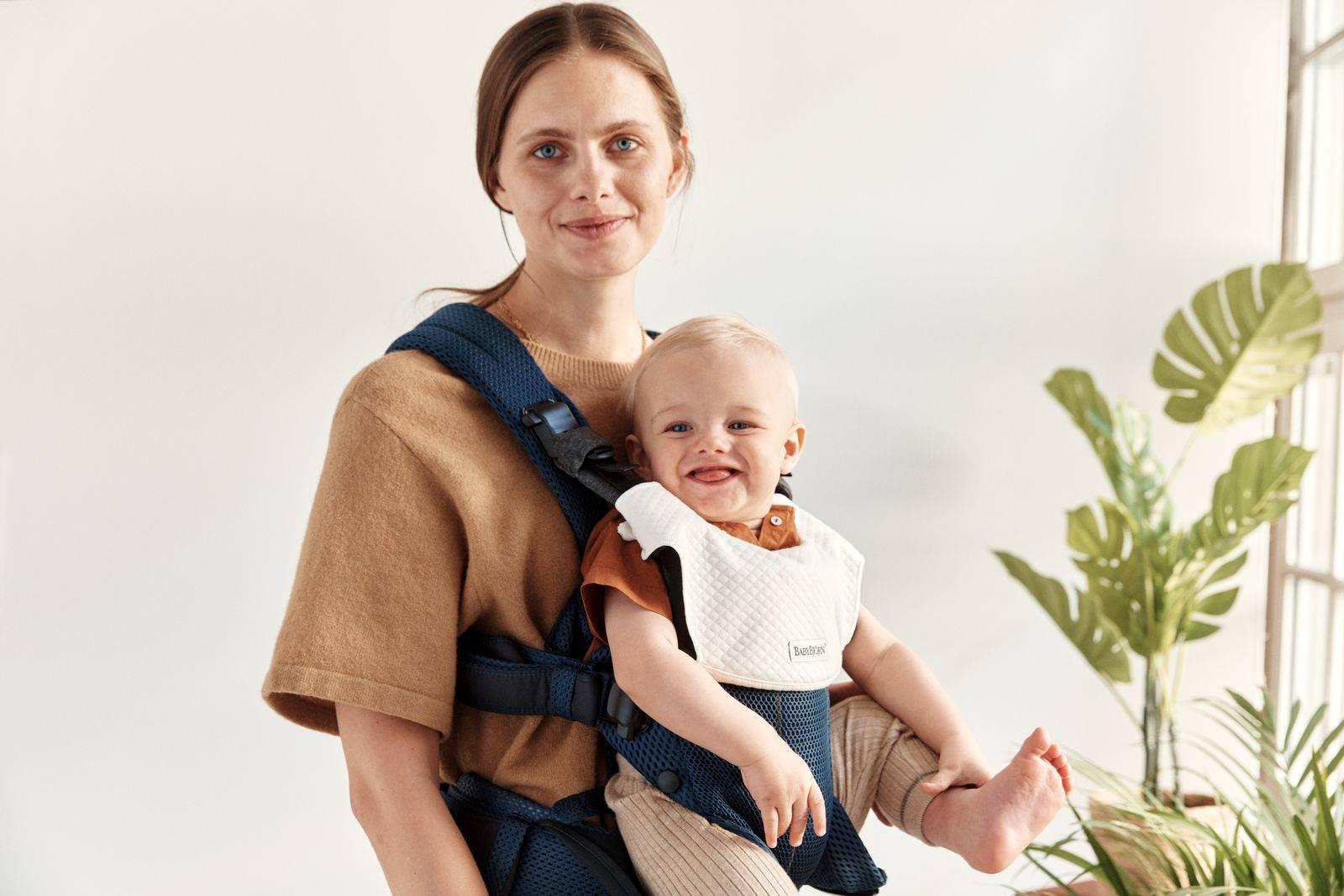 BABYBJORN - śliniaczek do nosidełka Harmony, biały