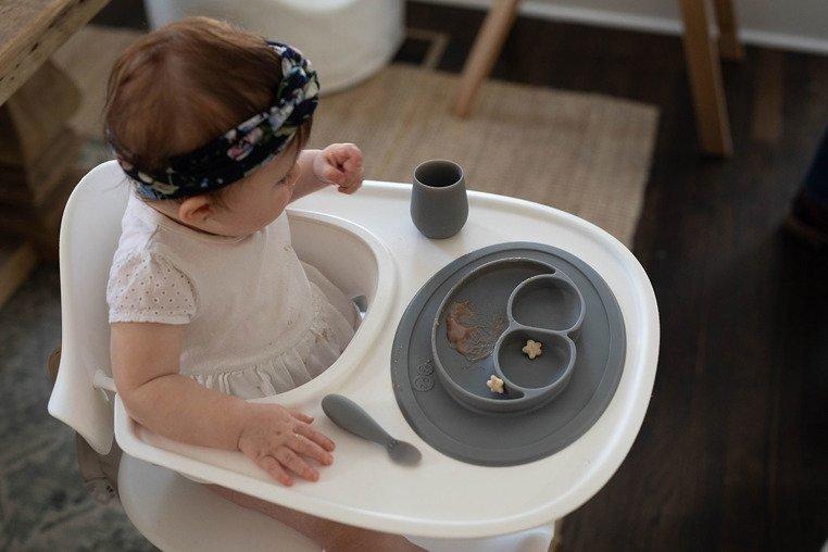 EZPZ - Silikonowy kubeczek Tiny Cup, szary